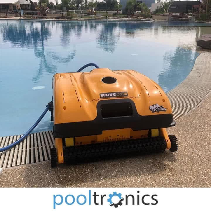 commercial robotic swimming pool cleaner