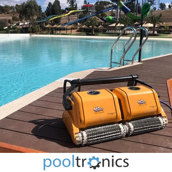 Wave pro swimming pool robot cleaner